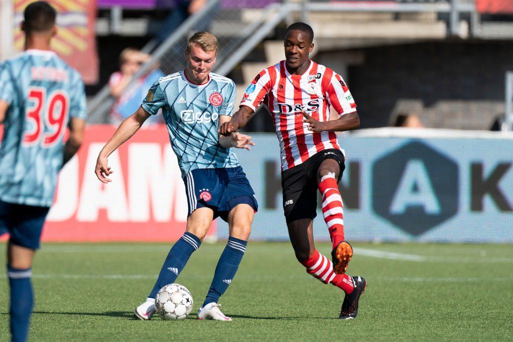 Ajax y PSV luchan por la Eredivisie