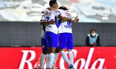 Cruz Azul llega a seis triunfos en fila y es líder del torneo