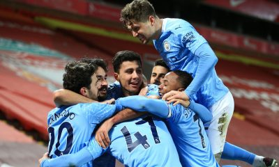 Manchester City aplasta al Liverpool y gana media Premier