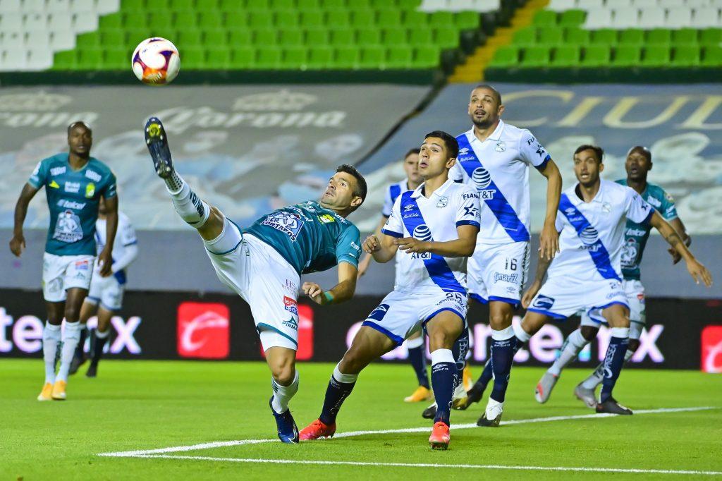 Puebla gana de último minuto a León