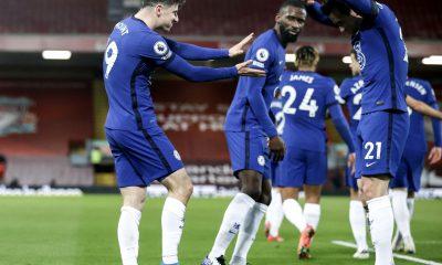 Chelsea hunde a Liverpool en Anfield
