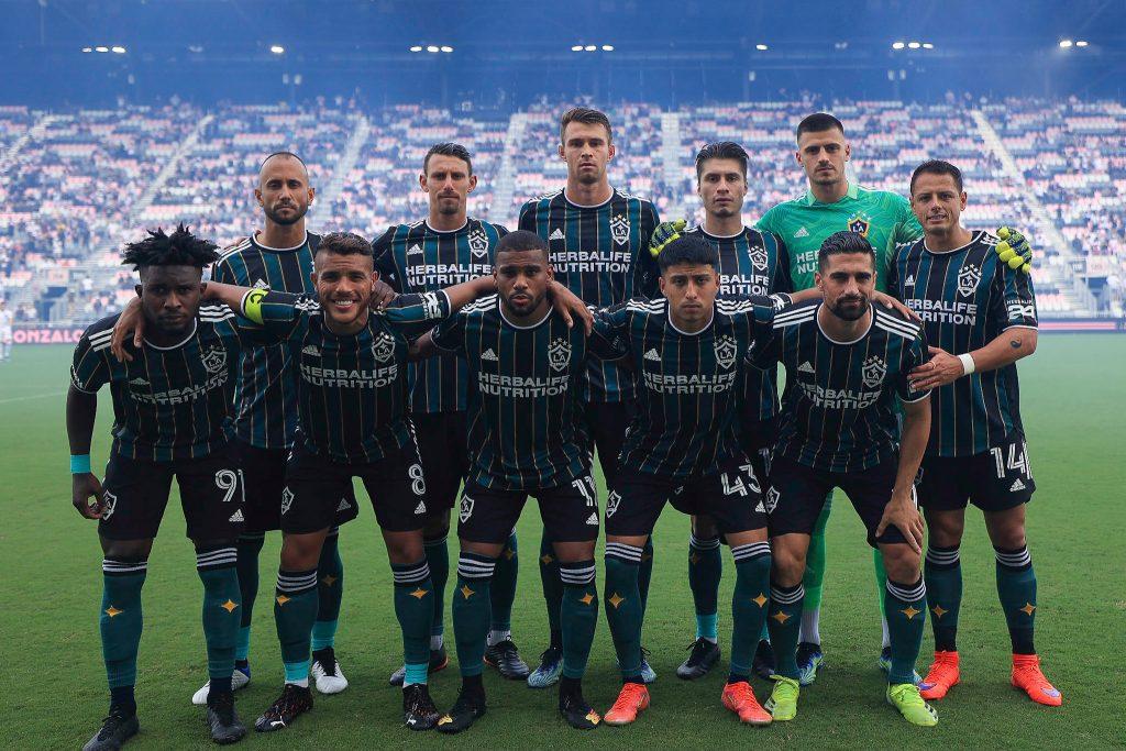 Doblete de Chicharito Hernández con LA Galaxy