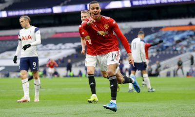 Manchester United vence al Tottenham y se acerca al City