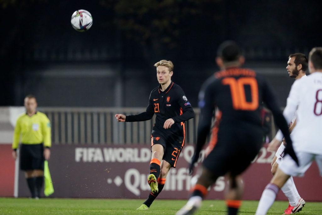 Holanda apenas puede con Letonia